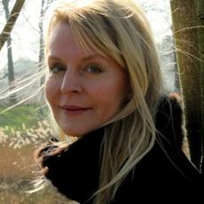 Patricia, zwarte jas,boom mrt 2014